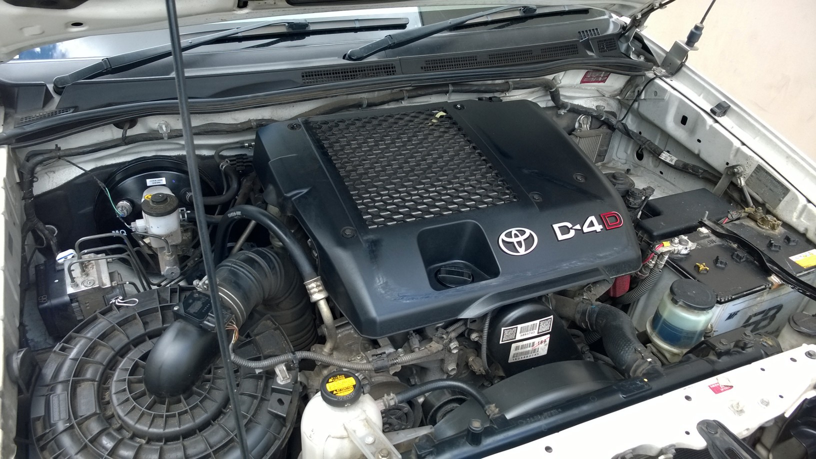 Engine bay kun16 hilux